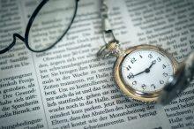 眼鏡と懐中時計イメージ